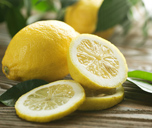 lemon to whiten teeth